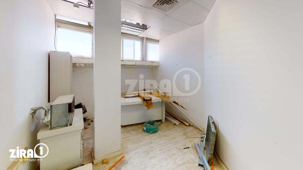 משרד בבניין מבני תל-עד  | קומה: 1 | שטח 40 תמונה | מ׳׳ר #16 - 1