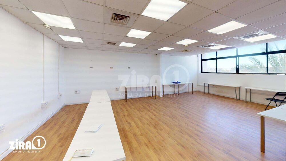 משרד בבניין מבני תל-עד  | קומה: 2 | שטח 163 תמונה | מ׳׳ר #2 - 1