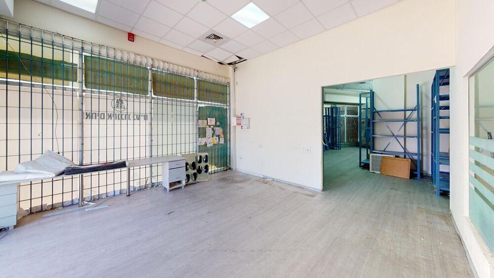 משרד בבניין בית וריטס | קומה: 0 | שטח 200 תמונה | מ׳׳ר #1 - 1