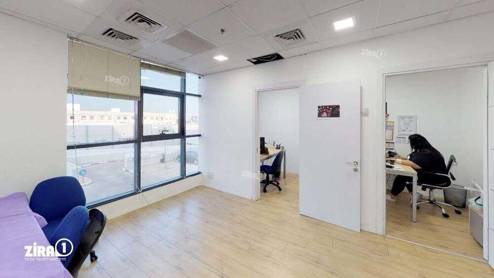 משרד בבניין מגדל UMI   קומה 1   שטח 310מ״ר    תמונה #0 - 1