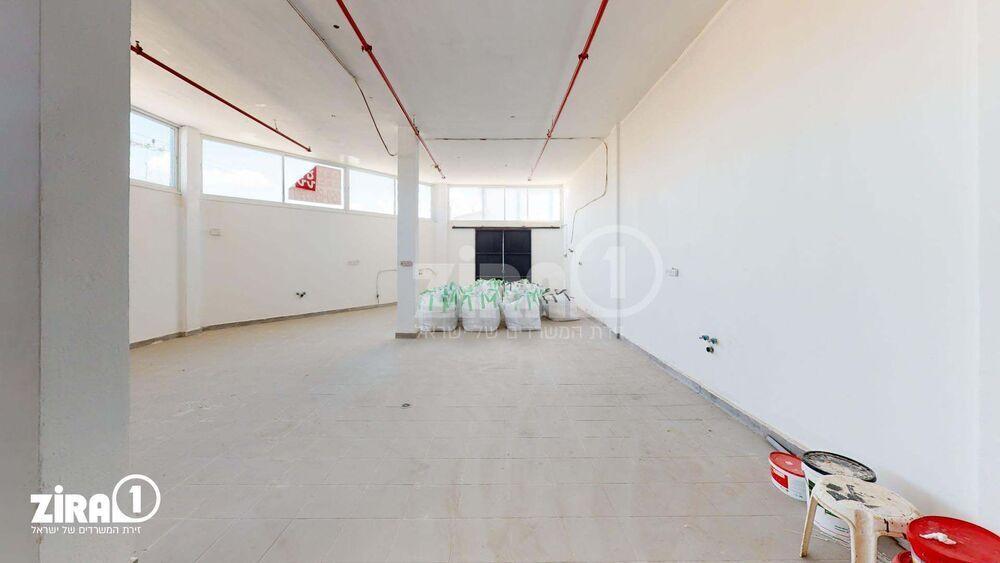 משרד בבניין בית אסף | קומה: 1 | שטח 125 תמונה | מ׳׳ר #20 - 1