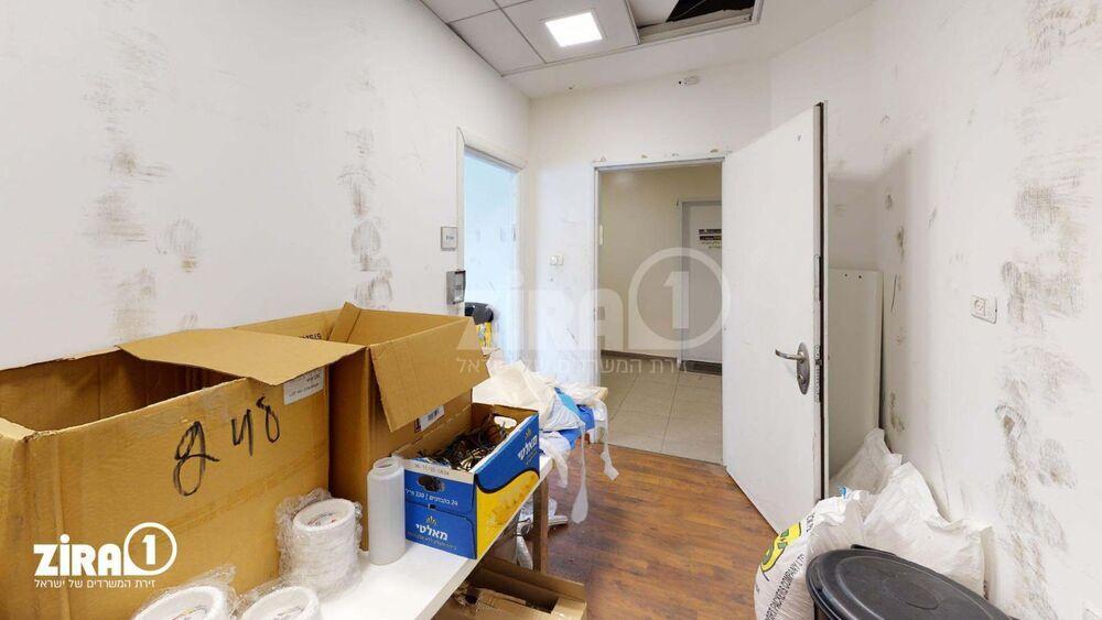 משרד בבניין פלוטיצקי 17   קומה 1   שטח 20מ״ר    תמונה #0 - 1