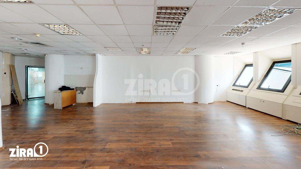 משרד בבניין מרכז הטקסטיל והאופנה | קומה 9 | שטח 132מ״ר  | תמונה #0 - 1