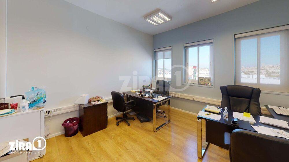 משרד בבניין ביזנס סנטר | קומה: 4 | שטח 17 תמונה | מ׳׳ר #23 - 1