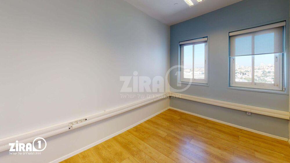 משרד בבניין ביזנס סנטר | קומה: 5 | שטח 23 תמונה | מ׳׳ר #13 - 1