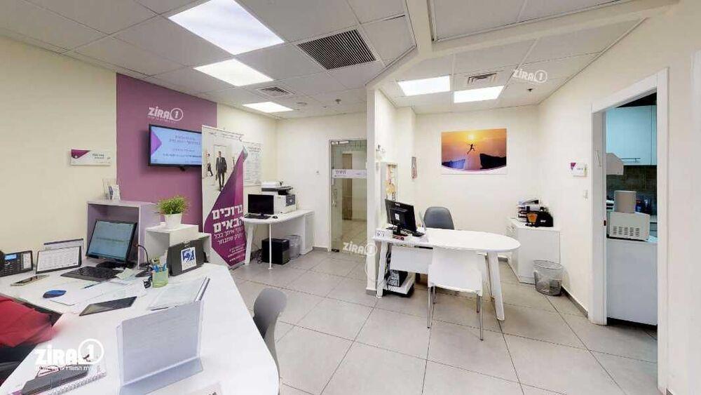משרד בבניין מגדל UMI | קומה 9 | שטח 166מ״ר  | תמונה #0 - 1