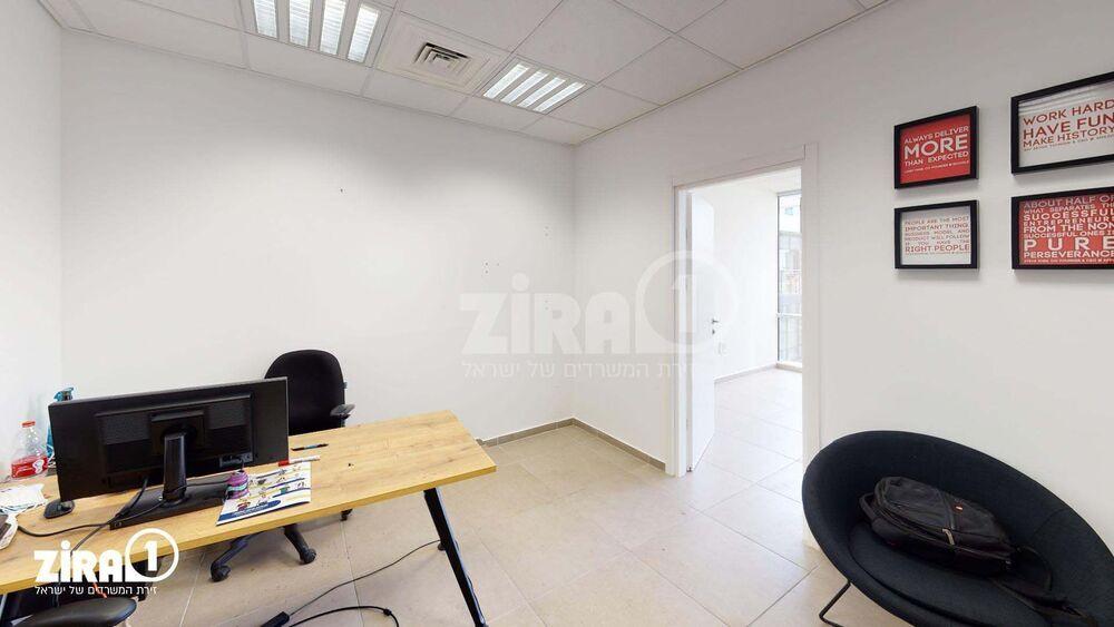 משרד בבניין בית הרופאים | קומה: 7 | שטח 48 תמונה | מ׳׳ר #0 - 1