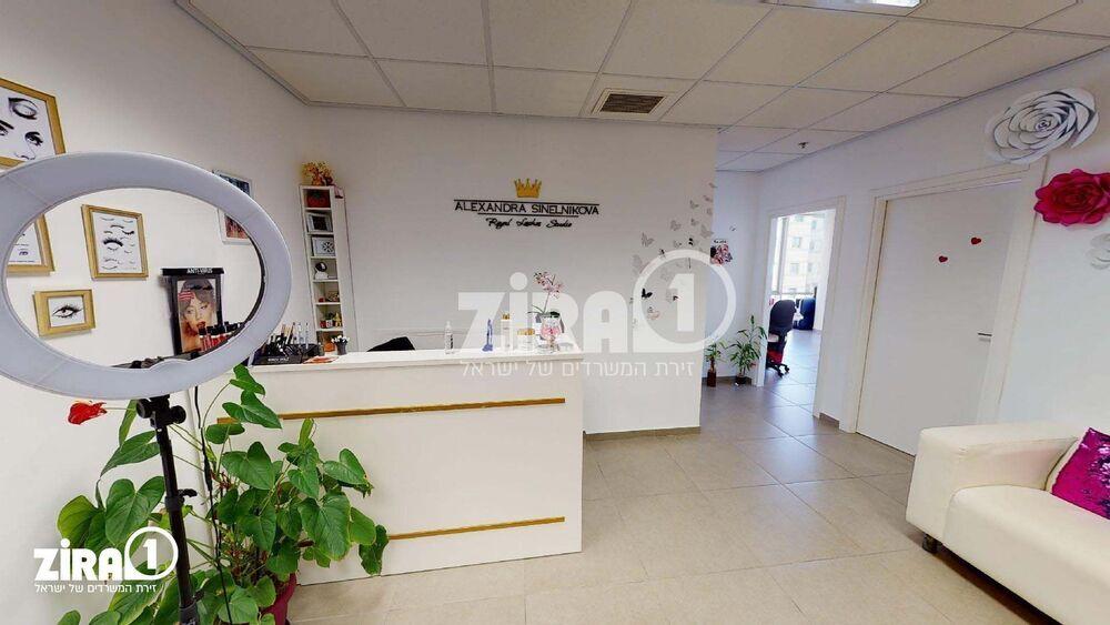 משרד בבניין בית הרופאים | קומה: 3 | שטח 119 תמונה | מ׳׳ר #2 - 1