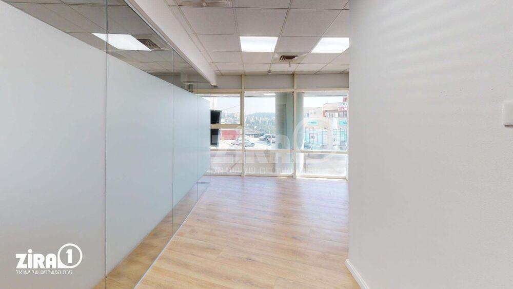 משרד בבניין בית השנהב | קומה: 1 | שטח 17 תמונה | מ׳׳ר #20 - 1
