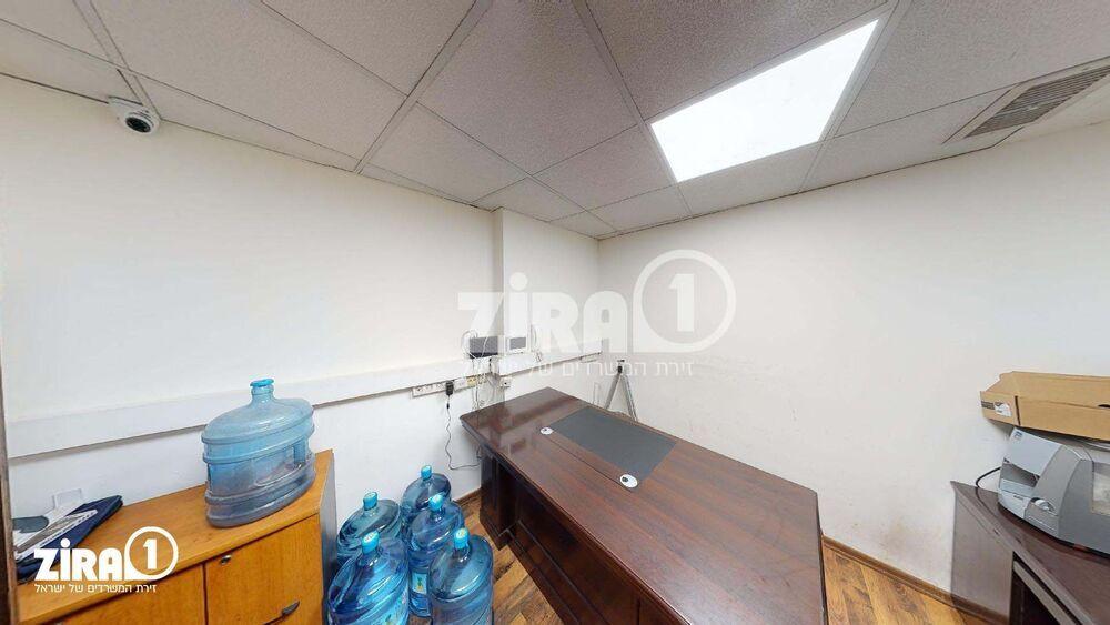 משרד בבניין בית השנהב | קומה: 1 | שטח 9 תמונה | מ׳׳ר #14 - 1