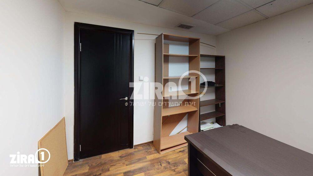משרד בבניין בית השנהב | קומה: 1 | שטח 9 תמונה | מ׳׳ר #16 - 1