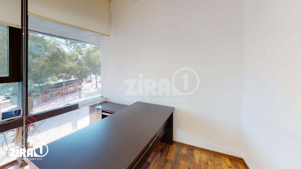 משרד בבניין בית השנהב | קומה: 1 | שטח 9 תמונה | מ׳׳ר #22 - 1