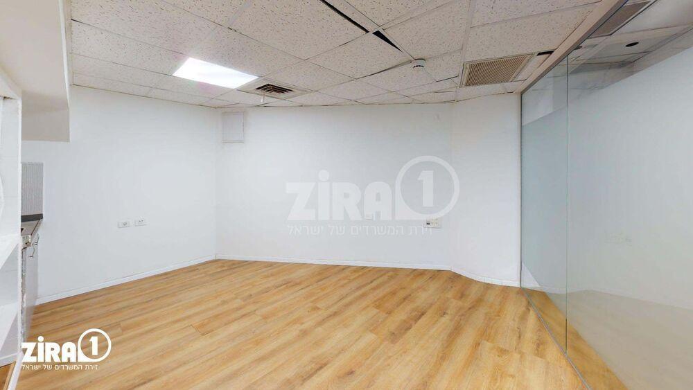 משרד בבניין בית השנהב | קומה: 1 | שטח 40 תמונה | מ׳׳ר #15 - 1