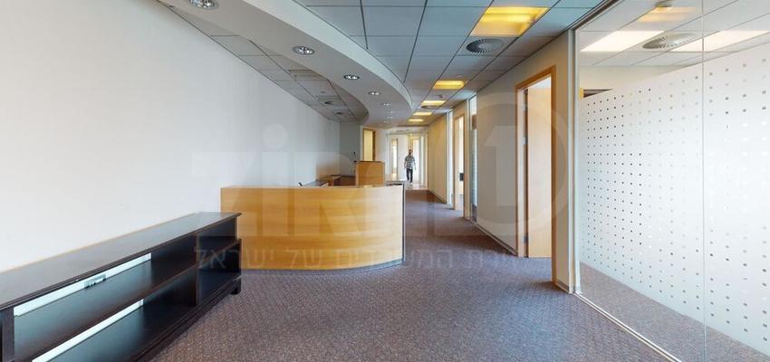 משרד בבניין בניין עזריאלי  - מגדל משולש | קומה 42 | שטח 224מ״ר  | תמונה #0 - 1