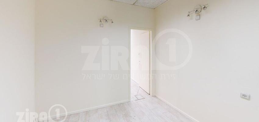 משרד בבניין בית אריה | קומה 1 | שטח 28מ״ר  | תמונה #0 - 1
