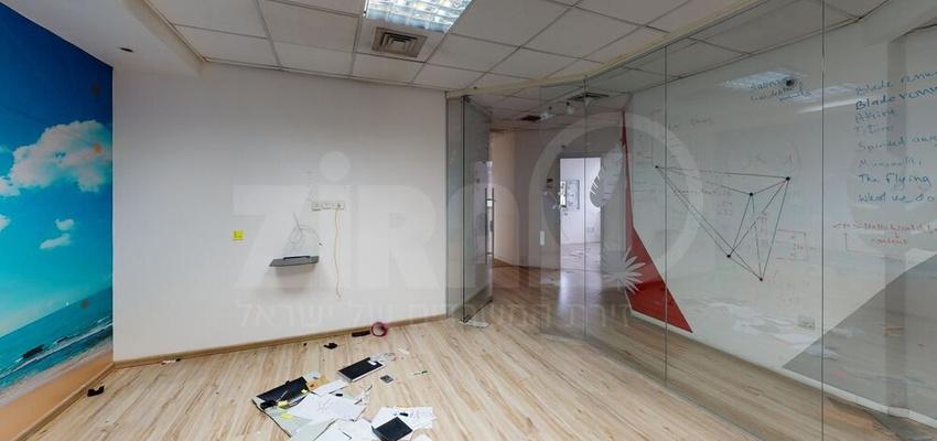 משרד בבניין בית אגיש רבד   קומה 2   שטח 470מ״ר    תמונה #0 - 1