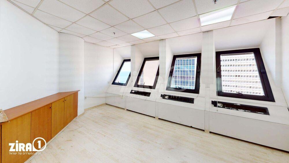 משרד בבניין מרכז הטקסטיל והאופנה   קומה 15   שטח 179מ״ר    תמונה #0 - 1