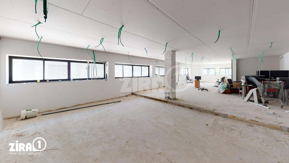 משרד בבניין מבני תל-עד    קומה 1   שטח 287מ״ר    תמונה #0 - 1