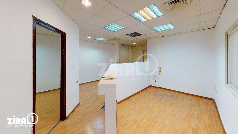 משרד בבניין לזרוב 17 | קומה: 3 | שטח 75 תמונה | מ׳׳ר #22 - 1