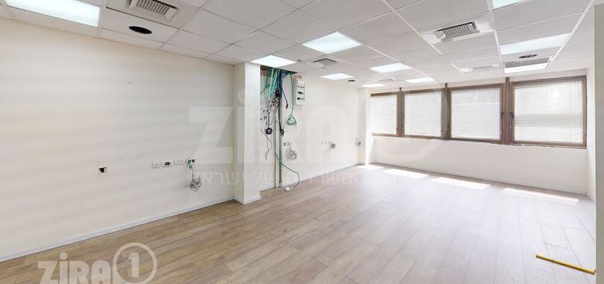 """משרד בבניין בניין ריב""""ל 18   קומה 1   שטח 77מ״ר    תמונה #0 - 1"""