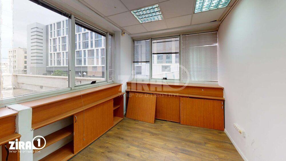 משרד בבניין בית הלמן    קומה 1   שטח 360מ״ר    תמונה #0 - 1