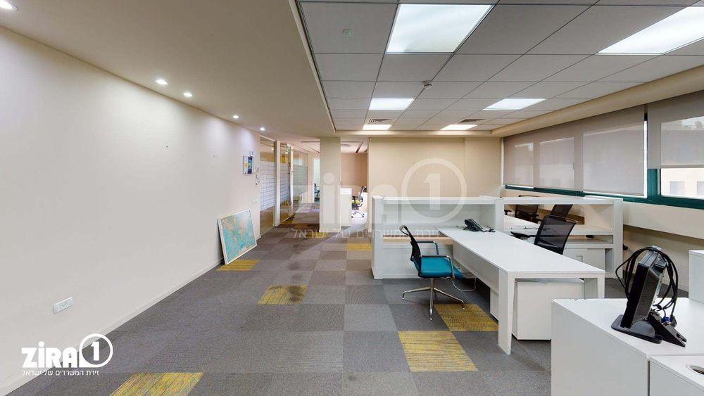 משרד בבניין הרכב 1   קומה: 3   שטח 250 תמונה   מ׳׳ר #14 - 1