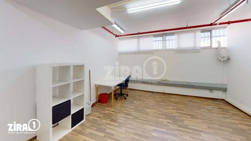 משרד בבניין החרושת 3    קומה 1   שטח 25מ״ר    תמונה #0 - 1