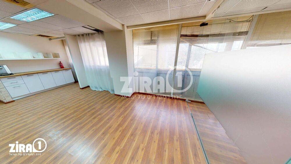 משרד בבניין בית קובי   קומה 1   שטח 211מ״ר    תמונה #0 - 1