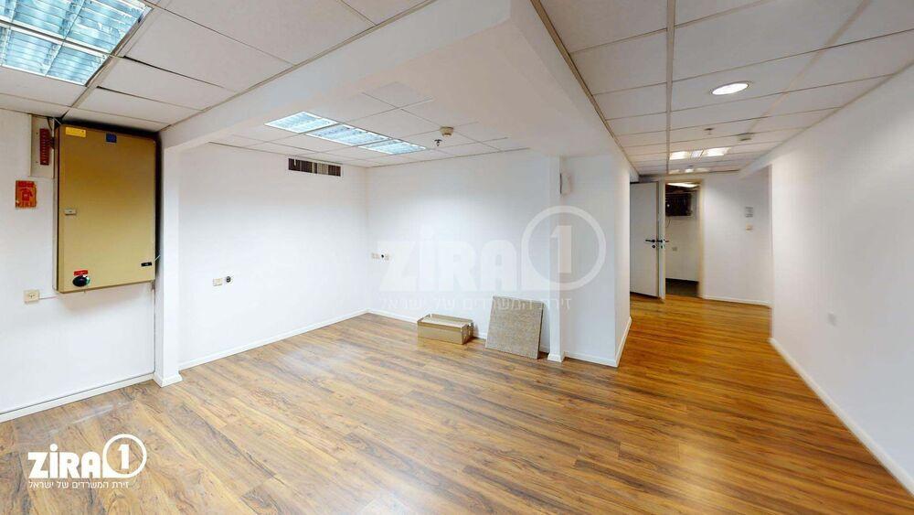 משרד בבניין מרכזים 2000 | קומה 1 | שטח 190מ״ר  | תמונה #0 - 1