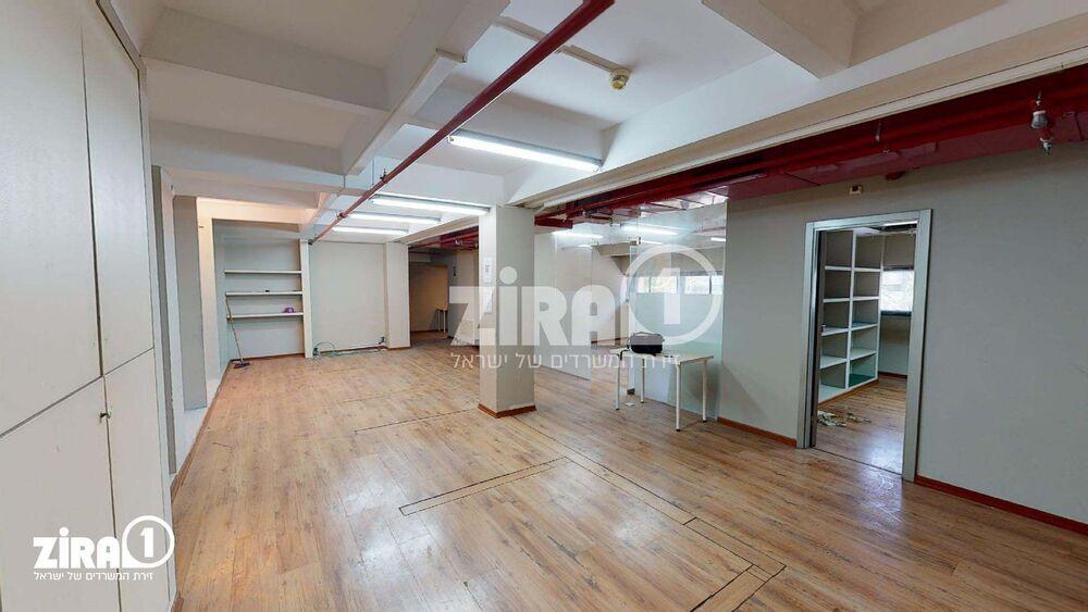 משרד בבניין מרכזים 2000 | קומה: 1 | שטח 130 תמונה | מ׳׳ר #8 - 1