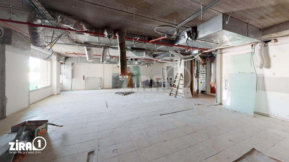 משרד בבניין בית הפעמון    קומה 1   שטח 70מ״ר    תמונה #0 - 1