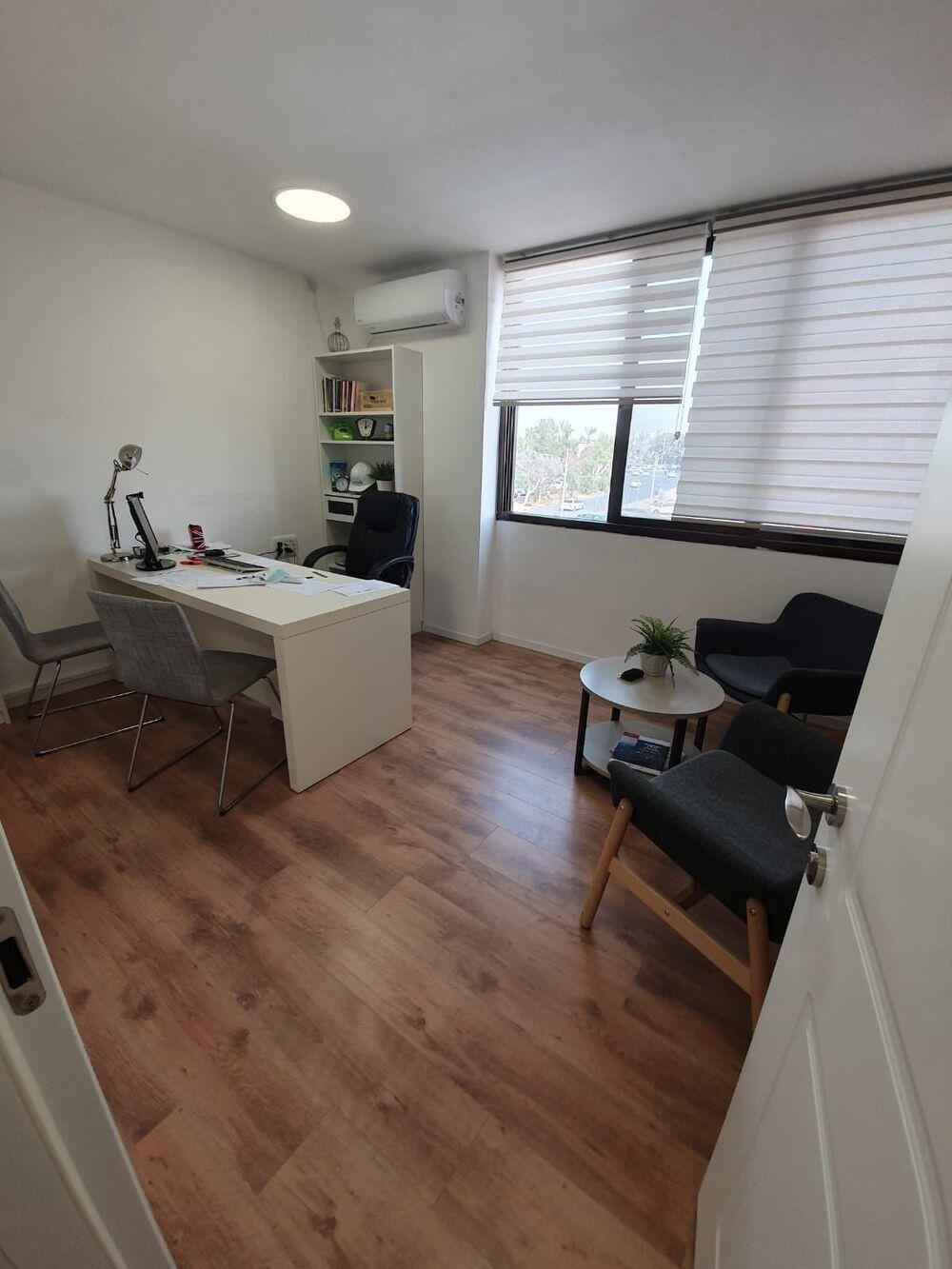 משרד בבניין בית שערי העיר | קומה 2 | שטח 35מ״ר  | תמונה #0 - 1