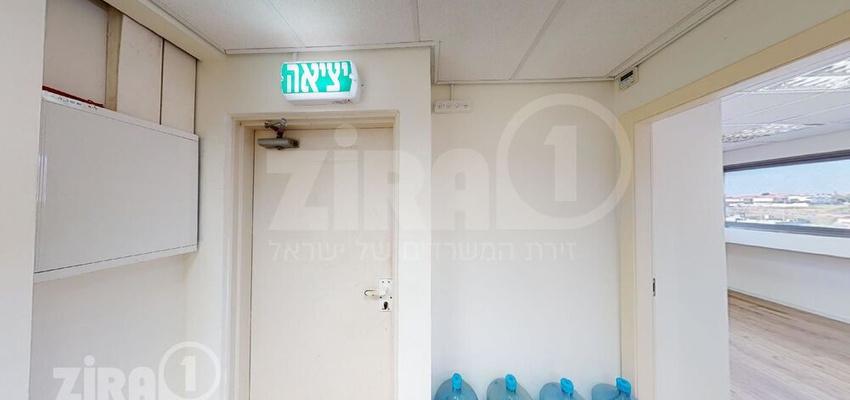 משרד בבניין בית צוק | קומה 3 | שטח 101מ״ר  | תמונה #0 - 1