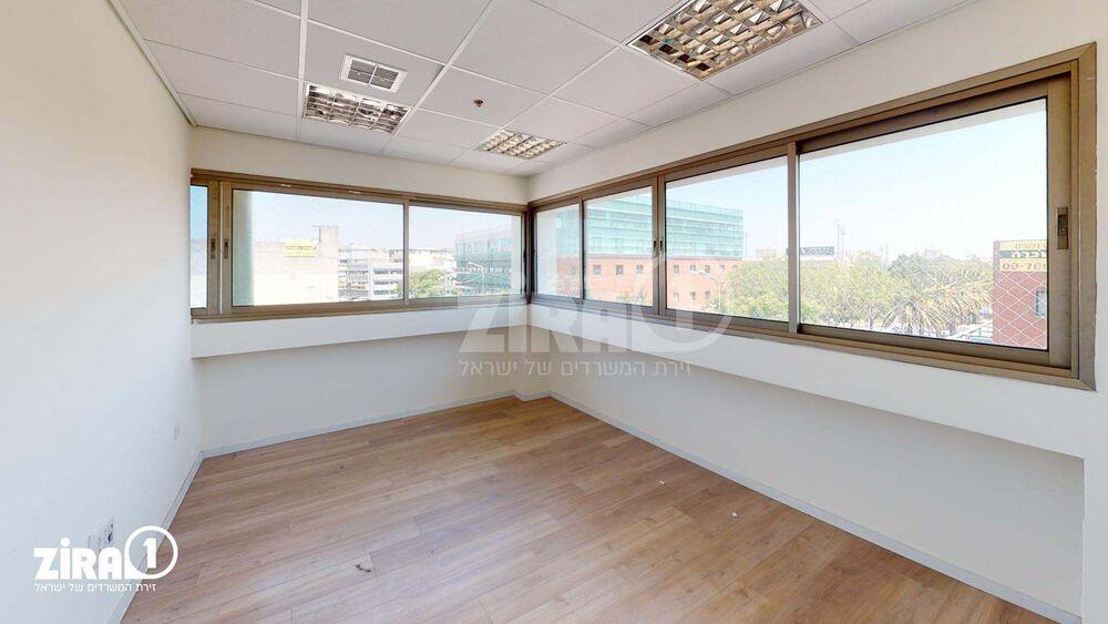 משרד בבניין בית צוק   קומה: 3   שטח 101 תמונה   מ׳׳ר #6 - 1