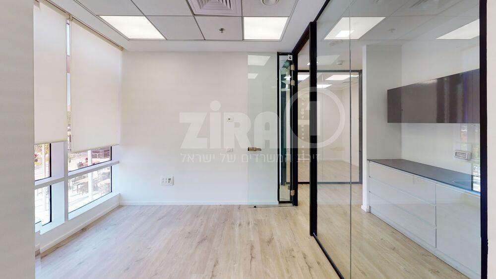 משרד בבניין מרכז עזריאלי חולון - בניין B | קומה 1 | שטח nullמ״ר  | תמונה #0 - 1