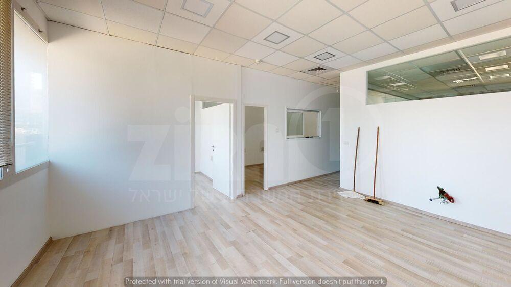 משרד בבניין בית קורקס    קומה 4   שטח 110מ״ר    תמונה #0 - 1