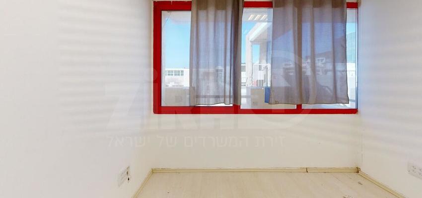 משרד בבניין בית קורקס  | קומה 4 | שטח 16מ״ר  | תמונה #0 - 1
