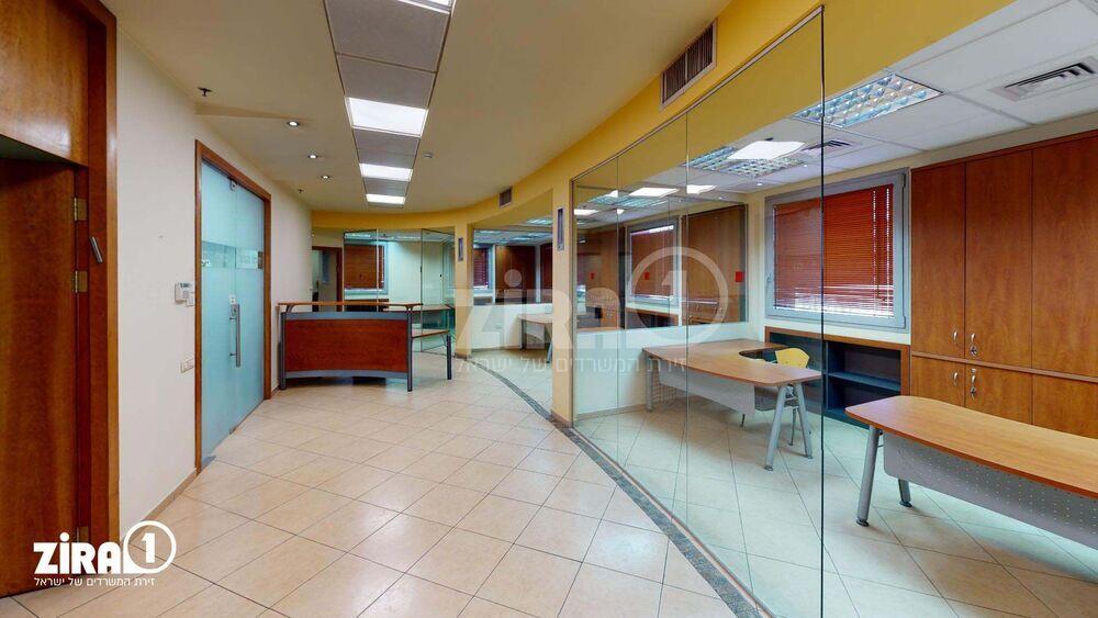 משרד בבניין בית פנינת הסיטי   קומה 5   שטח 205מ״ר    תמונה #0 - 1