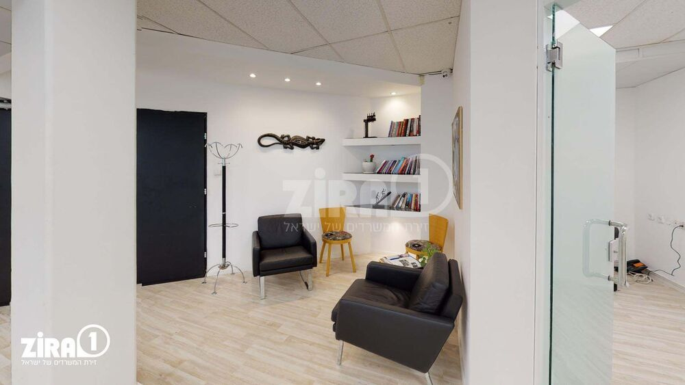 משרד בבניין בית אוריון | קומה: 2 | שטח 189 תמונה | מ׳׳ר #23 - 1