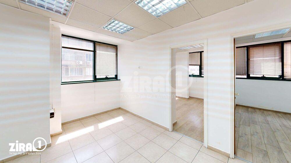 משרד בבניין בית יעקב | קומה 2 | שטח 105מ״ר  | תמונה #0 - 1
