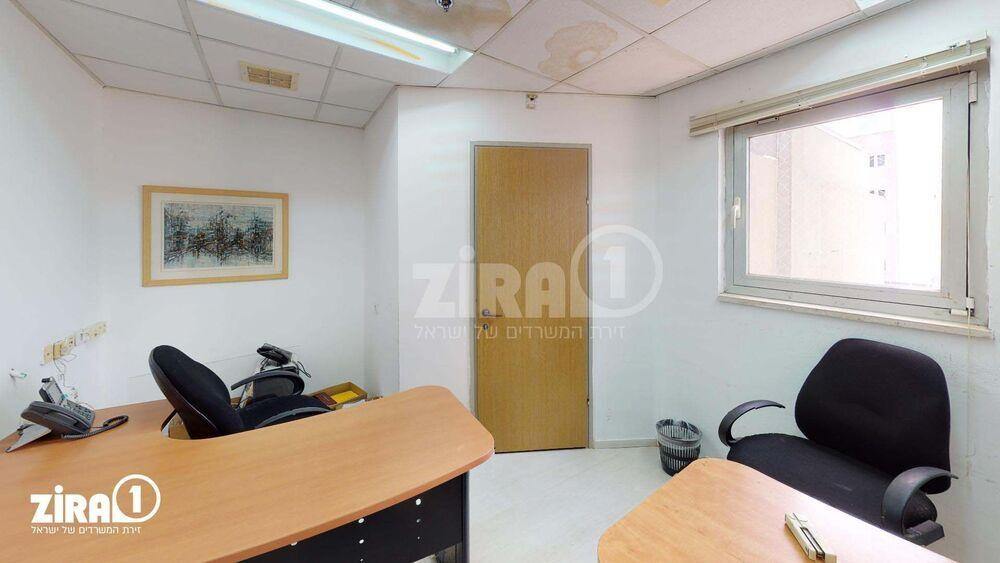 משרד בבניין קניון גירון   קומה 2   שטח 70מ״ר    תמונה #0 - 1