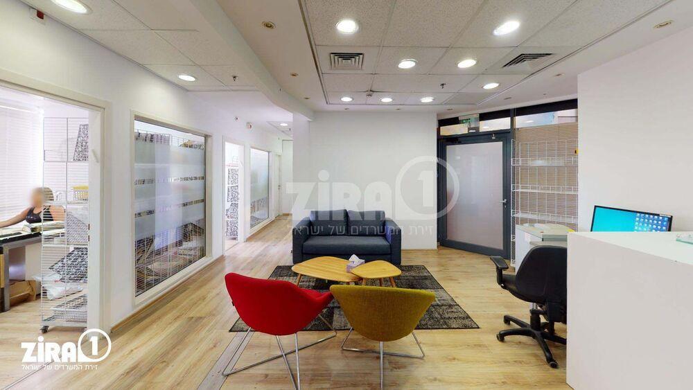 משרד בבניין בניין שטרן   קומה: 2   שטח 220 תמונה   מ׳׳ר #19 - 1
