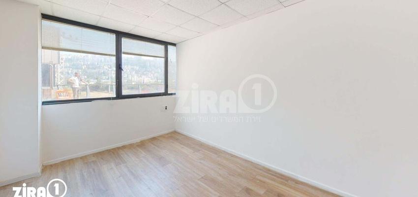 משרד בבניין בית אמיר    קומה 2   שטח 22מ״ר    תמונה #0 - 1