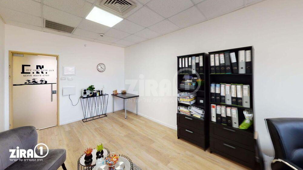 משרד בבניין בית אמיר    קומה 2   שטח 25מ״ר    תמונה #0 - 1