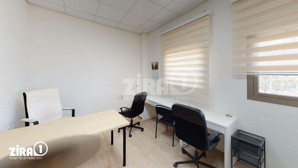 משרד בבניין בית כפיר | קומה: 2 | שטח 195 תמונה | מ׳׳ר #2 - 1