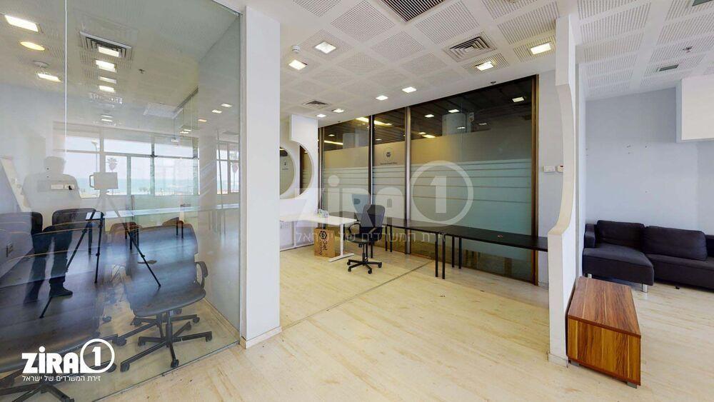 משרד בבניין מרכז הטקסטיל והאופנה | קומה: 2 | שטח 170 תמונה | מ׳׳ר #12 - 1