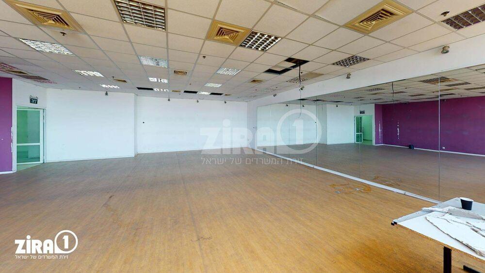 משרד בבניין דרייב אין סנטר    קומה 2   שטח 351מ״ר    תמונה #0 - 1