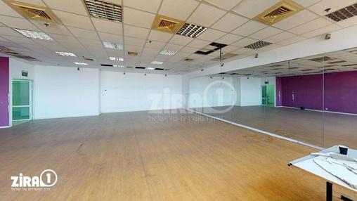 משרד בבניין דרייב אין סנטר    קומה 2   שטח 351מ״ר    תמונה #3 - 1