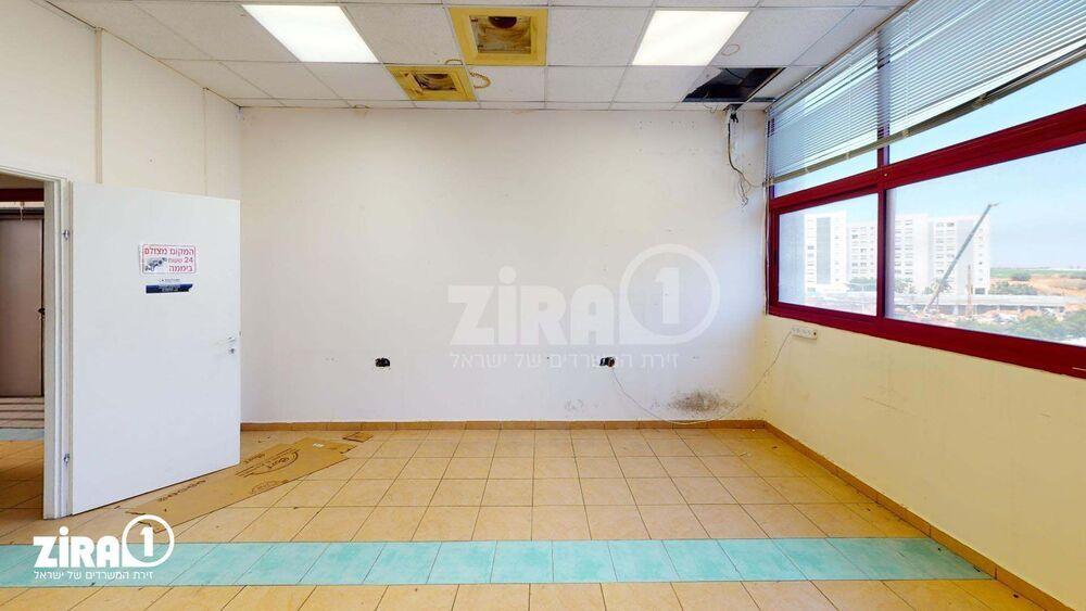 משרד בבניין דרייב אין סנטר  | קומה: 2 | שטח 650 תמונה | מ׳׳ר #2 - 1