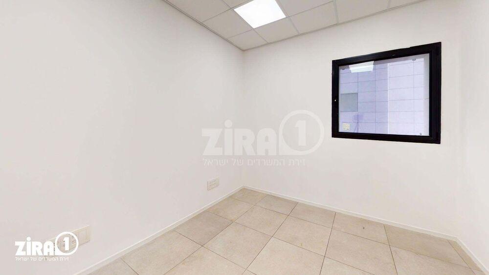 משרד בבניין בניין קורן 2   קומה: 4   שטח 33 תמונה   מ׳׳ר #8 - 1
